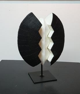 CHRYSALIDE / Sculpture H 35. Résine - Technique mixte / 1600 €