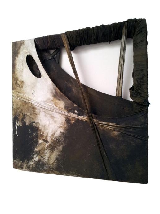 SHROUDS / Collage sculptural sur châssis 3D (épaisseur environ 4 cm) - Technique mixte acrylique / 50 X 50 / 600 €
